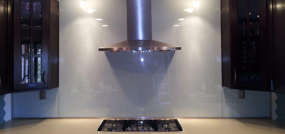 A glass backdrop in a kitchen installed by Victorville Glass Company Inc. in Victorville, CA